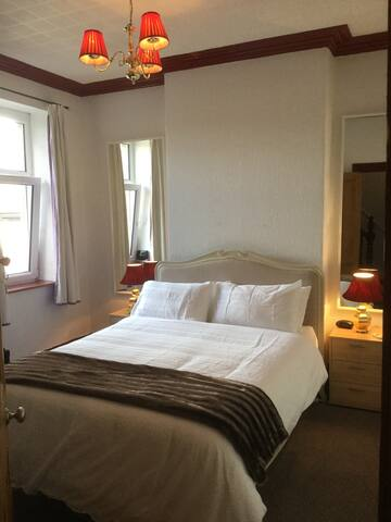 Mike's @ Neville Street, One of two listings - Cardiff - Bed & Breakfast