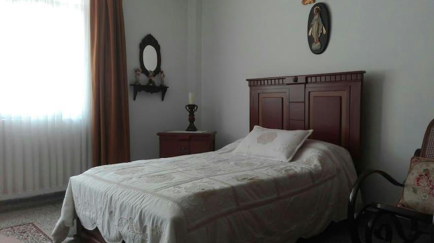 Amplia habitación en el puro centro - Pereira, Risaralda, CO - Wohnung