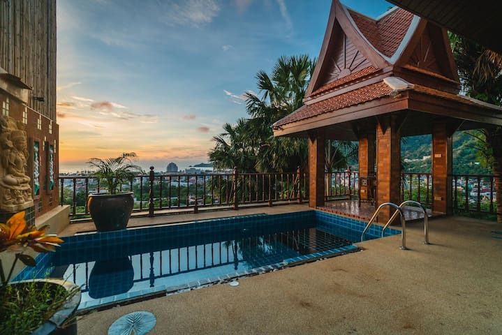 50pee - Seaview pool villa in Patong, boxing bag, foosball table, darts and fun!