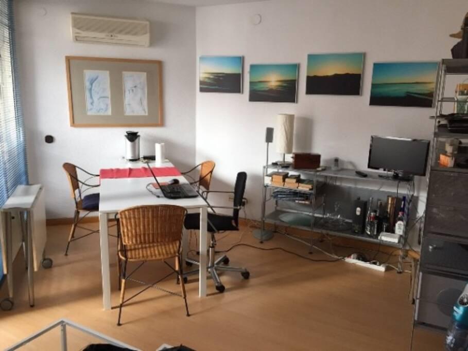Sala de estar, comedor y espacio de trabajo