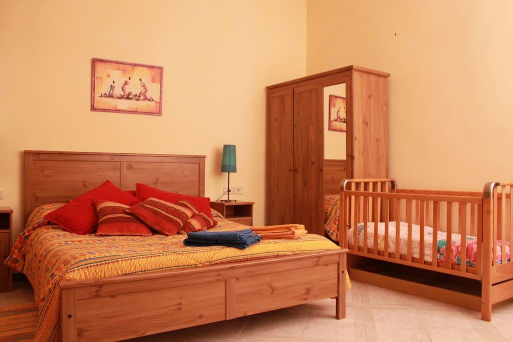 Camera da letto con culla