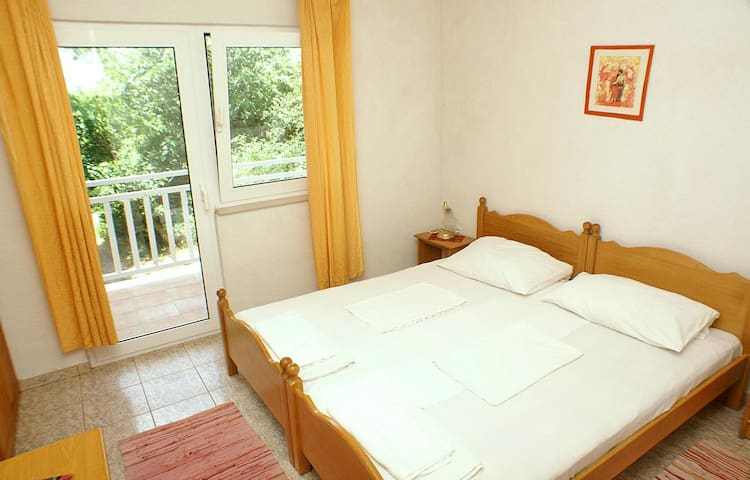Room with balcony Žuljana, Pelješac (S-4576-a)