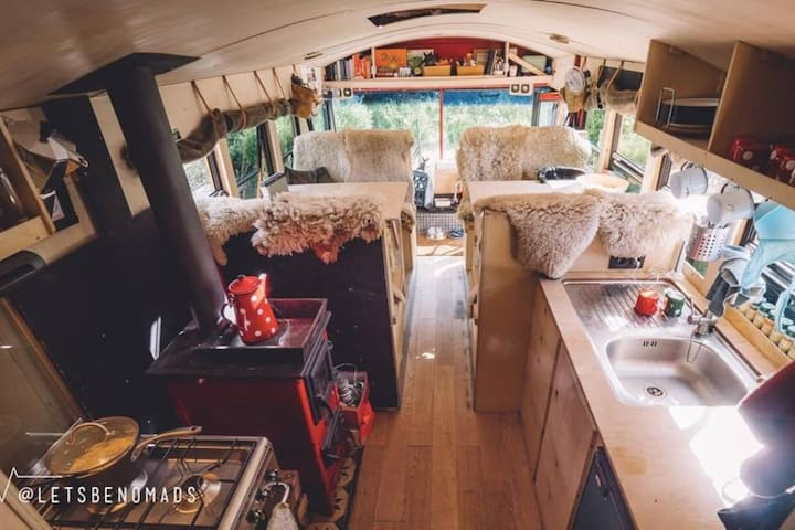 The adventure hostel on wheels: The Nomads Bus - Plangeroß - Aamiaismajoitus