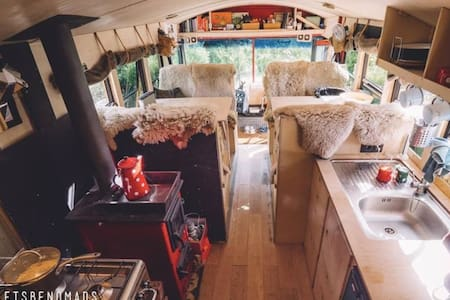 The adventure hostel on wheels: The Nomads Bus - Plangeroß - Bed & Breakfast