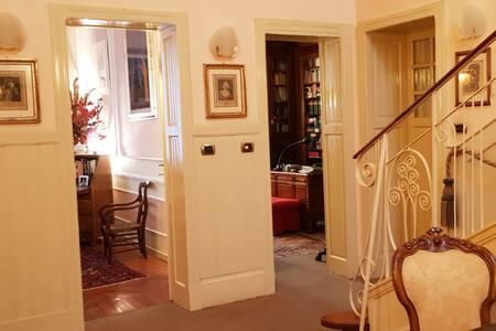 Stanza privata in Villa dei primi '900 in centro.