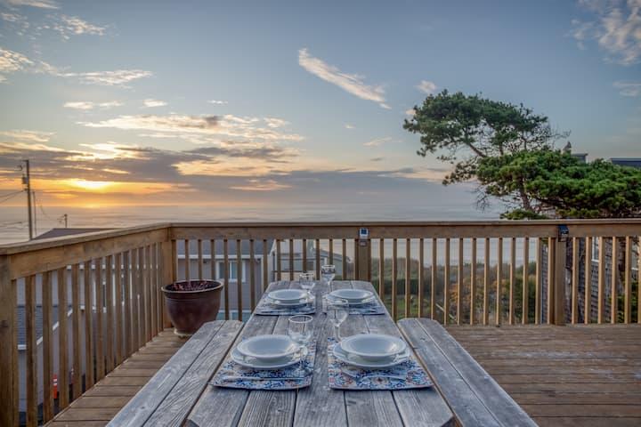 Elegant 3 Bedroom Ocean View Home with Hot Tub, Bonus Room, Dogs Allowed, Near Newport!