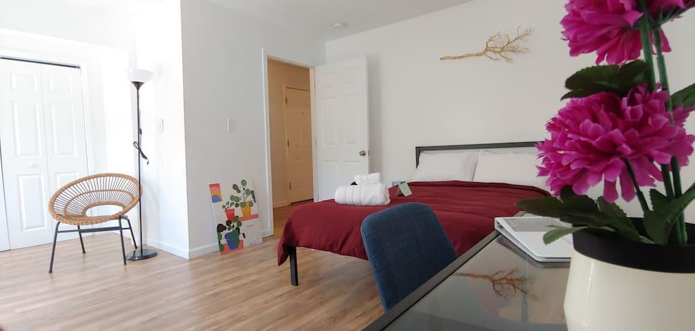 Cozy in Modern Room Close to EWR PENN PRUD Center