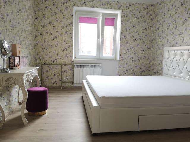 Double bed room/Спальня