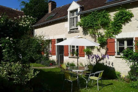 Glorious cottage in idyllic garden - Loché-sur-Indrois - Blockhütte