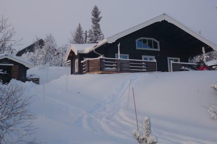Ny härlig fjällstuga nära slalombacke/trädgräns