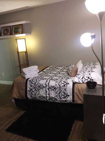 Beautiful private suite near strip! safe and quiet