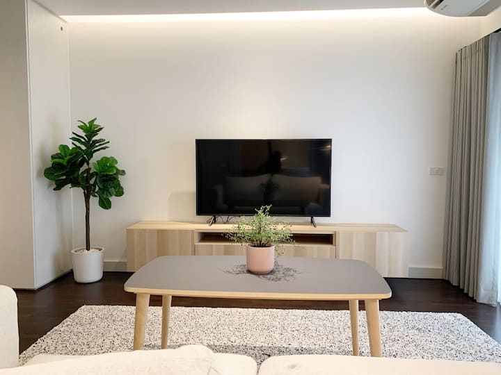 Stylish spacious room in Ari. Near BTS, Cafe, Mall