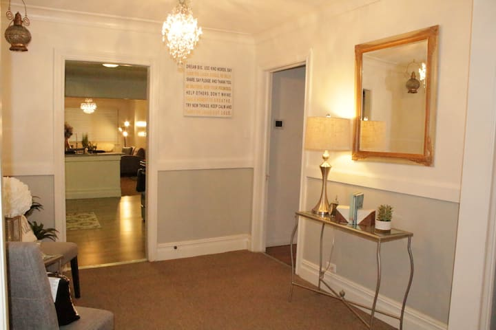 BIG ENTIRE HOUSE 6 BEDS2 BATH, FAST UBER DOWNTOWN