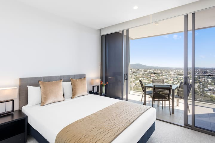 2 Bed 2 Bath Apartment near Suncorp Stadium