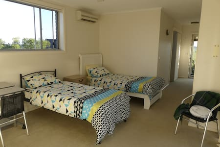 Bright private twin bedroom, Northern Beaches - Killarney Heights - Haus
