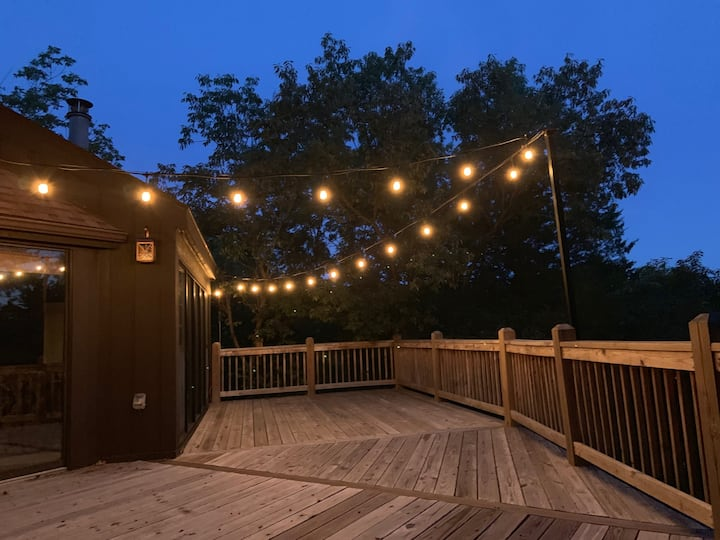 3 BDRM TREEHOUSE Large deck w/lights/WIFI/Pool