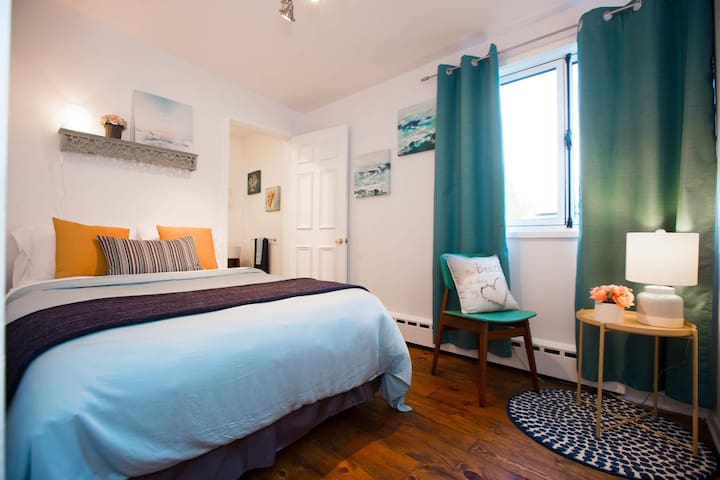 Chambre lit double avec douche