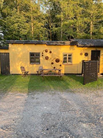 Unikt lille gæstehus (55m2) ved skov og strand