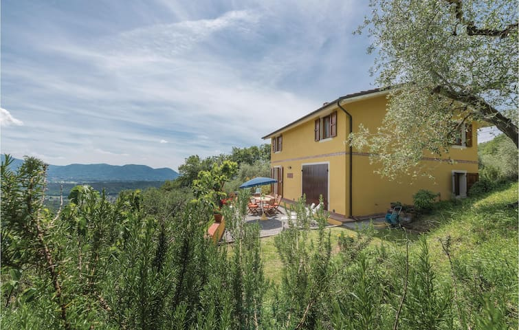 Holiday cottage with 3 bedrooms on 150m² in Montecatino LU