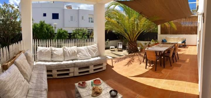 FLAT COMFORTABLE WITH GARDEN AND TERRACE