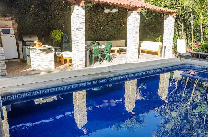 Casa  Sola Equipada 15 per con Alberca climatizada
