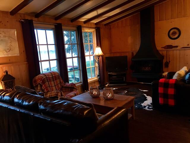 Lakefront Vacation Rental Lac Ste. Anne