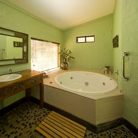 Kookaburra  2 b/r Cottage -spa bath