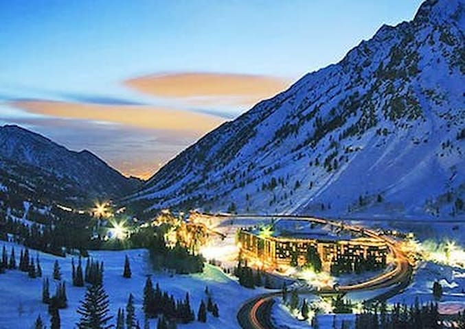 Beautiful ski in/ski out condo Snowbird, Utah