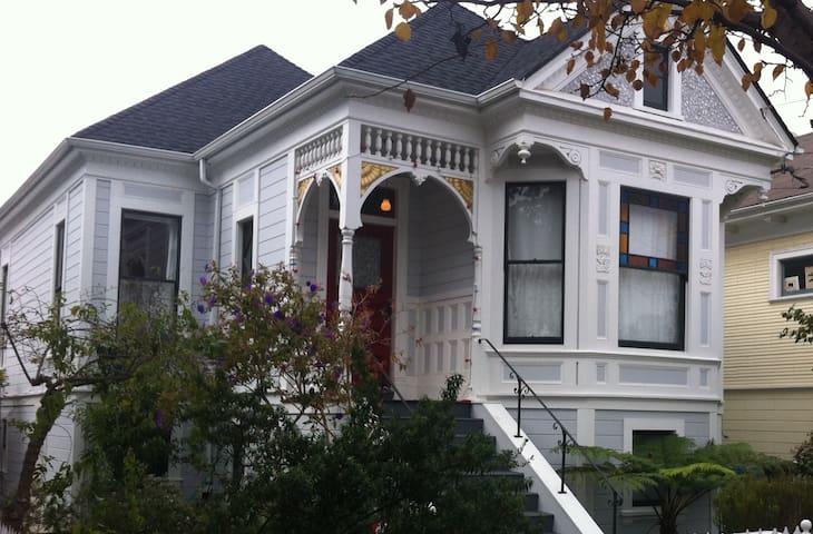Cheerful West Berkeley Victorian Parterre