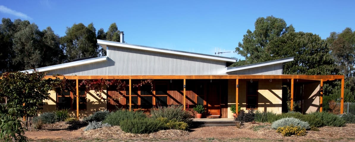 Nabadi Homestay - accommodation in a rural setting - Benalla - Penzion (B&B)