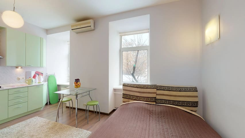 Bright studio in Old City | Moscow City Center