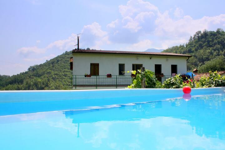 Maison de vacances avec piscine privée à Molazzana