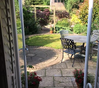 Charming 3 bedroom terrace in central Petersfield - Petersfield - House