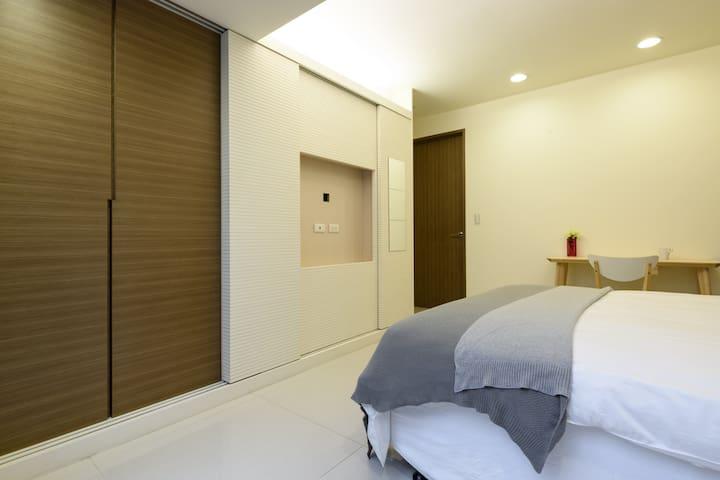 MRT Wanlong 4-8P Luxury House 1F