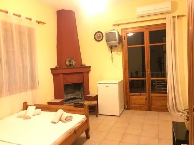 Marmaro Paradise Room 5