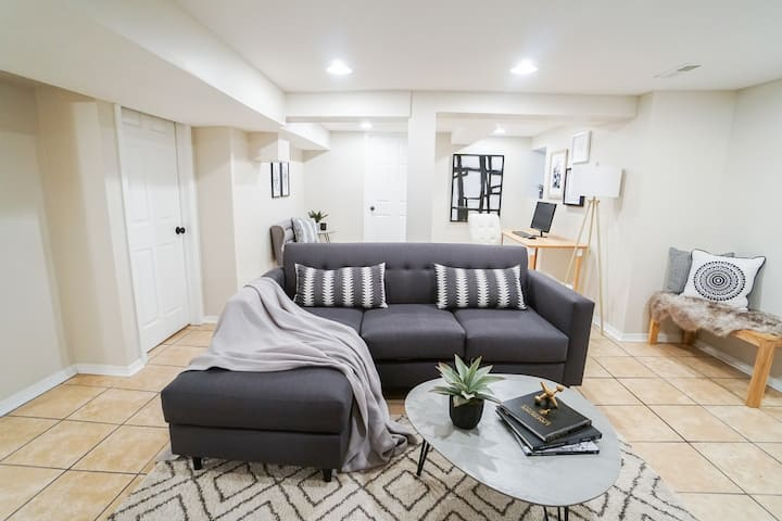 Trendy & Pet Friendly 1BR Apt.Great for Travellers