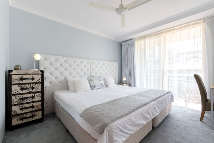 YOUR  RETREAT in SURFERS PARADISE