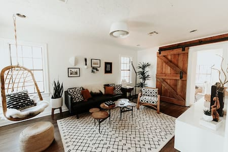 House on 5th..walkability and style that sleeps 6 - Edmond - Haus