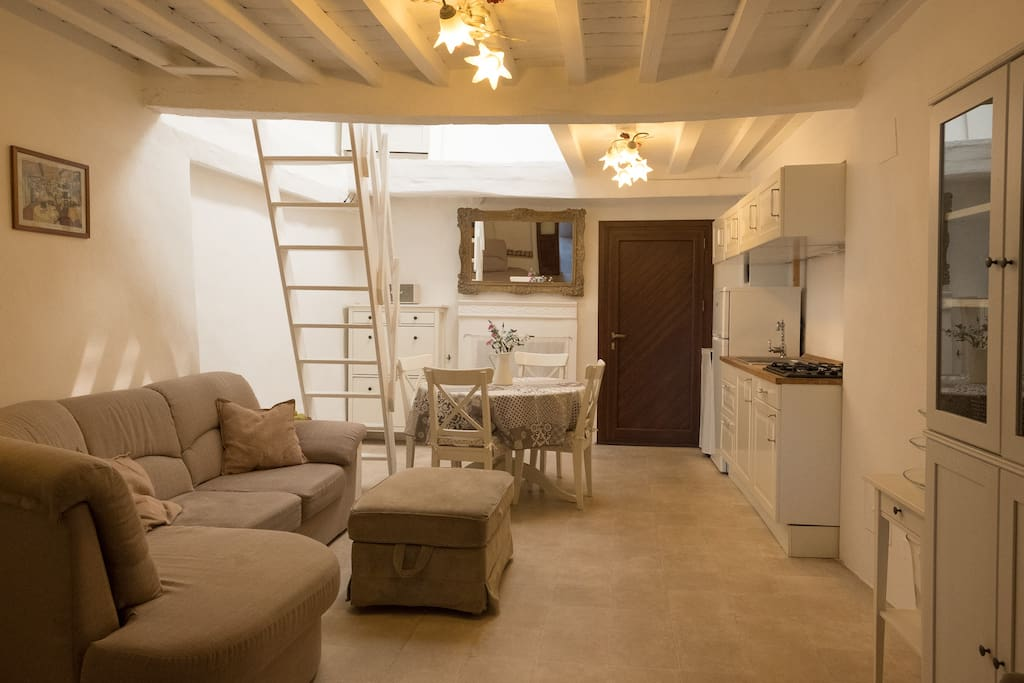 Livingroom/Kitchen - Wohnzimmer/Küche - Soggiorno/Cucina