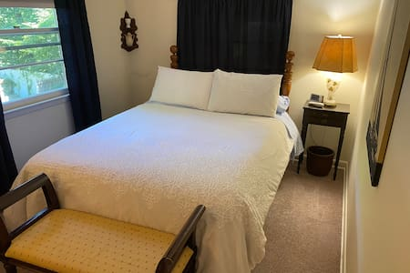 1 Bedroom Apartment  Location Location Location!