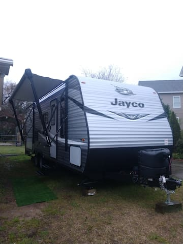 Glamping Charleston, 26 ft Jayco