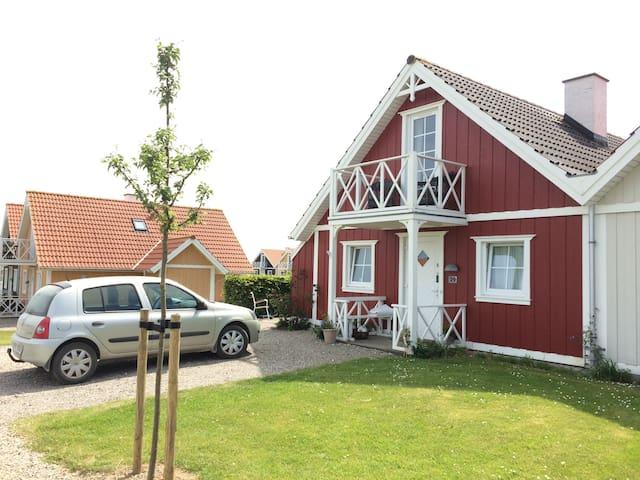 Familievenligt sommerhus med havudsigt