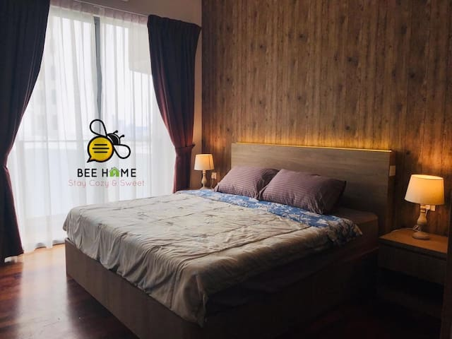 Comfortable 12' Pocketed Intalok Spring KING SIZE Bed!  舒适的超级双人床!