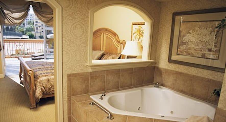 Wyndham Grand Desert 2 bdm 2 bath condo sleeps 8 !