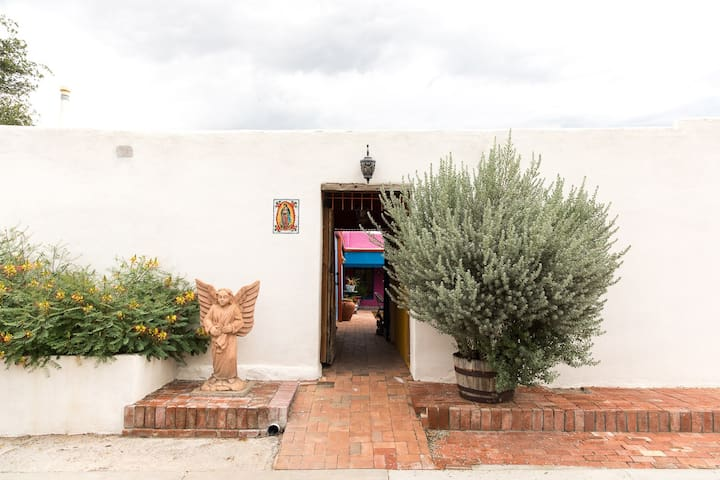 Historic and Contemporary in heart of Old Mesilla