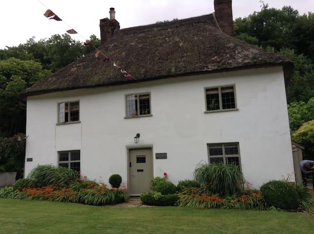 Gorgeous Guest Suite in Historic Milton Abbas