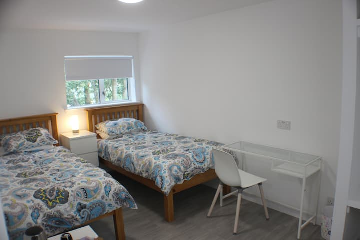Twin Room Medium En-suite near M74