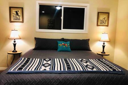 Bird Watcher- King Bed w/In-Room Keurig & SmartTV