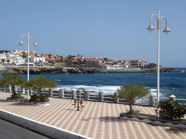 Sonniges modernes Apartment am Meer