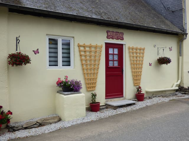Merlin's Cottage gite close Lac Guerledan Brittany
